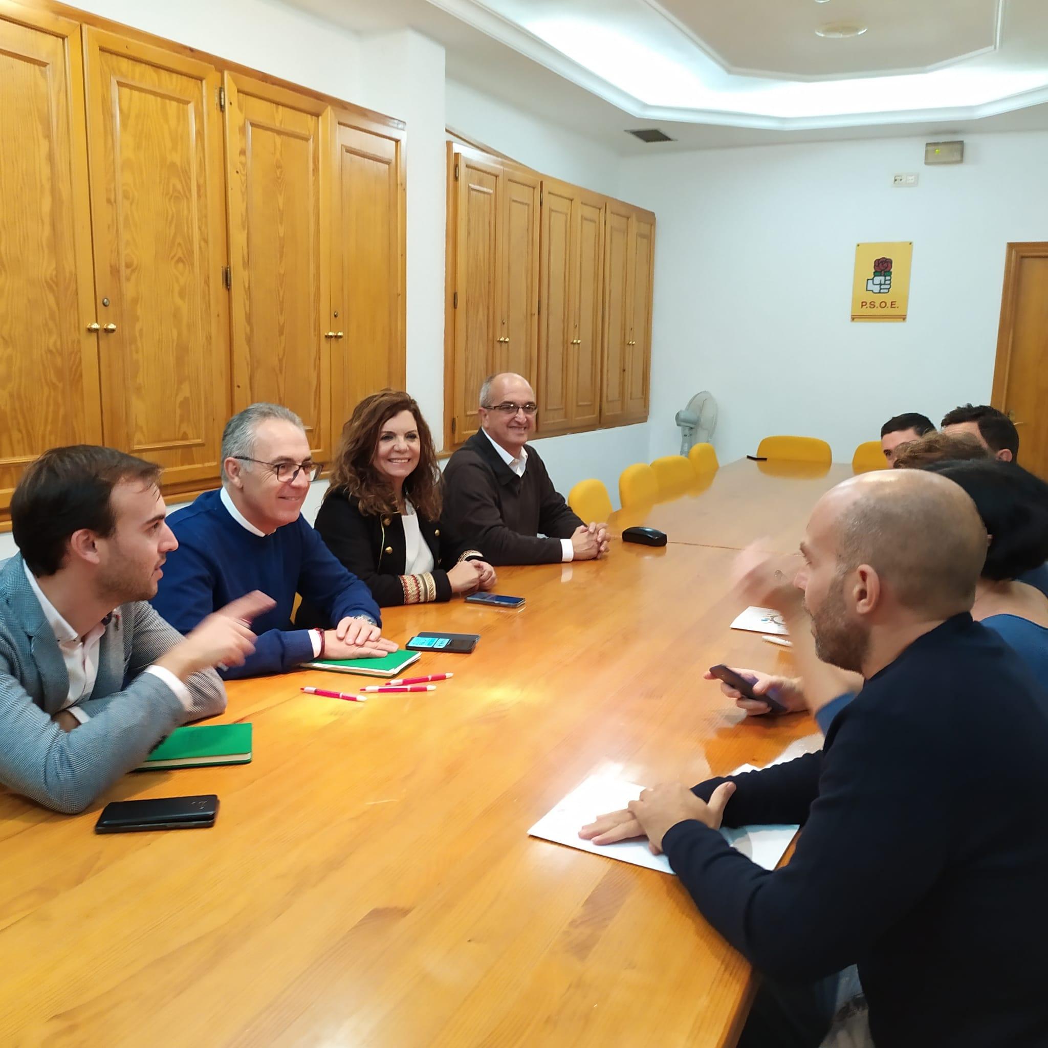 Los trabajadores del Servicio de Vigilancia Aduanera trasladan sus problemas al PSOE de Algeciras