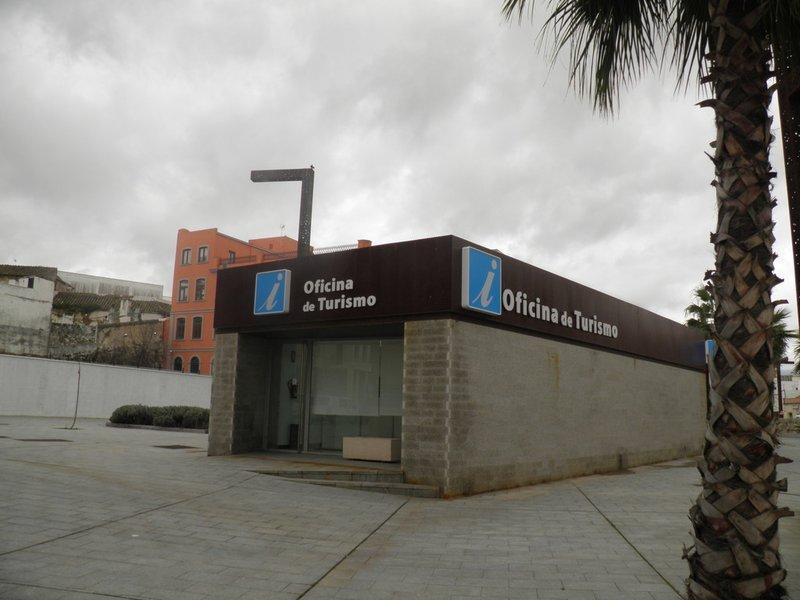 El PSOE reclama información sobre la muerte de un hombre a las puertas de la oficina de Turismo