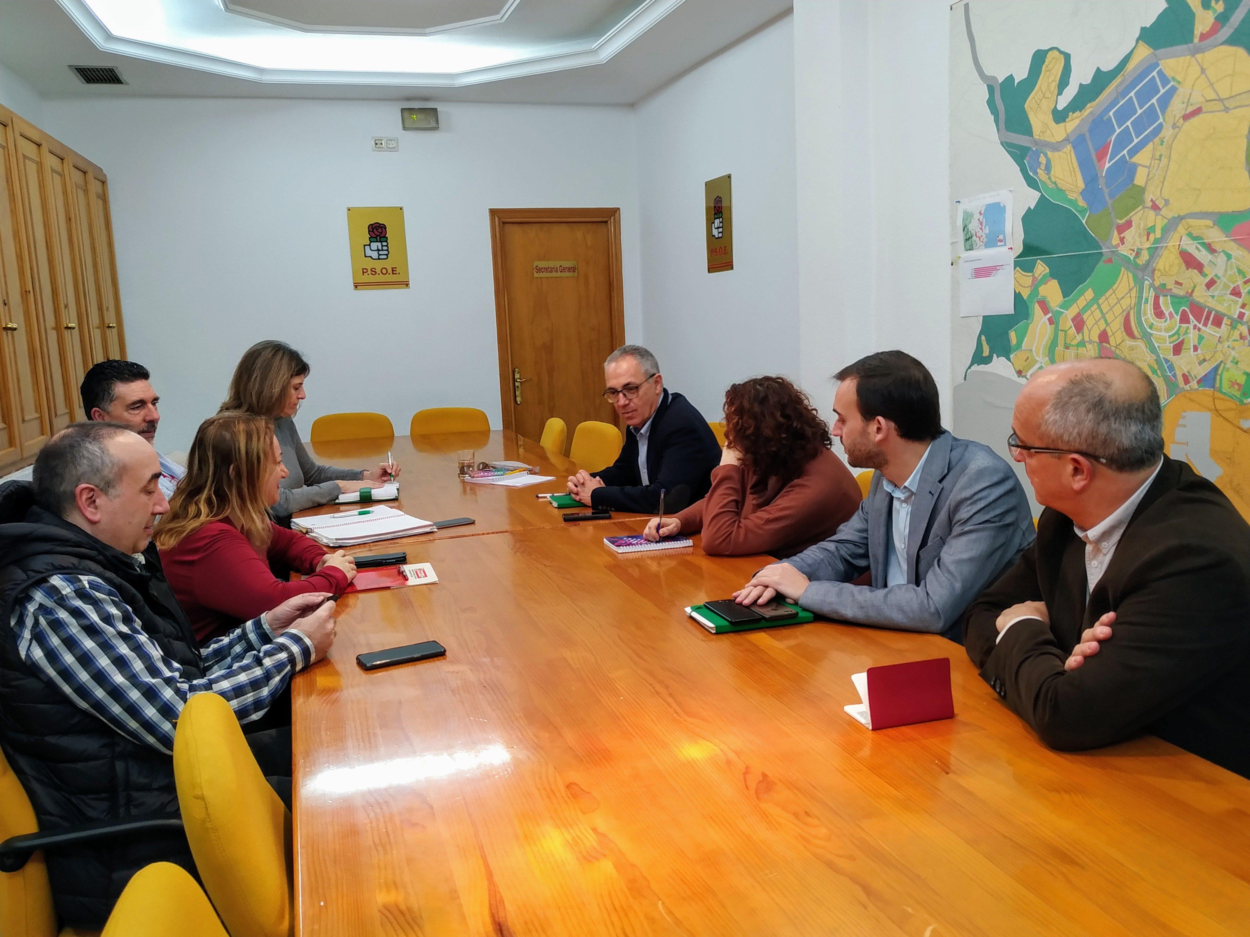 El PSOE traslada a los sindicatos su compromiso por un pleno monográfico sobre sanidad pública